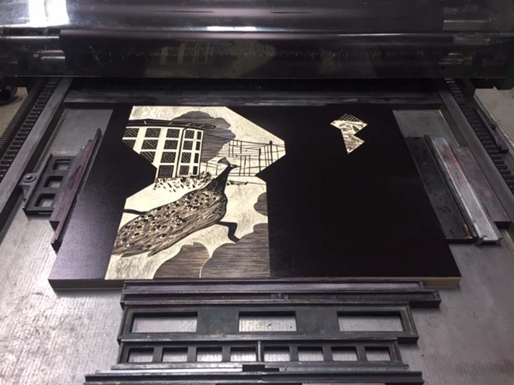 Holzschnitt in Druckpresse