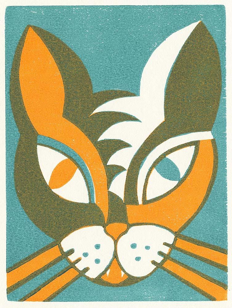 Katzengesicht mit einem orangfarbenen und einem grünen Auge