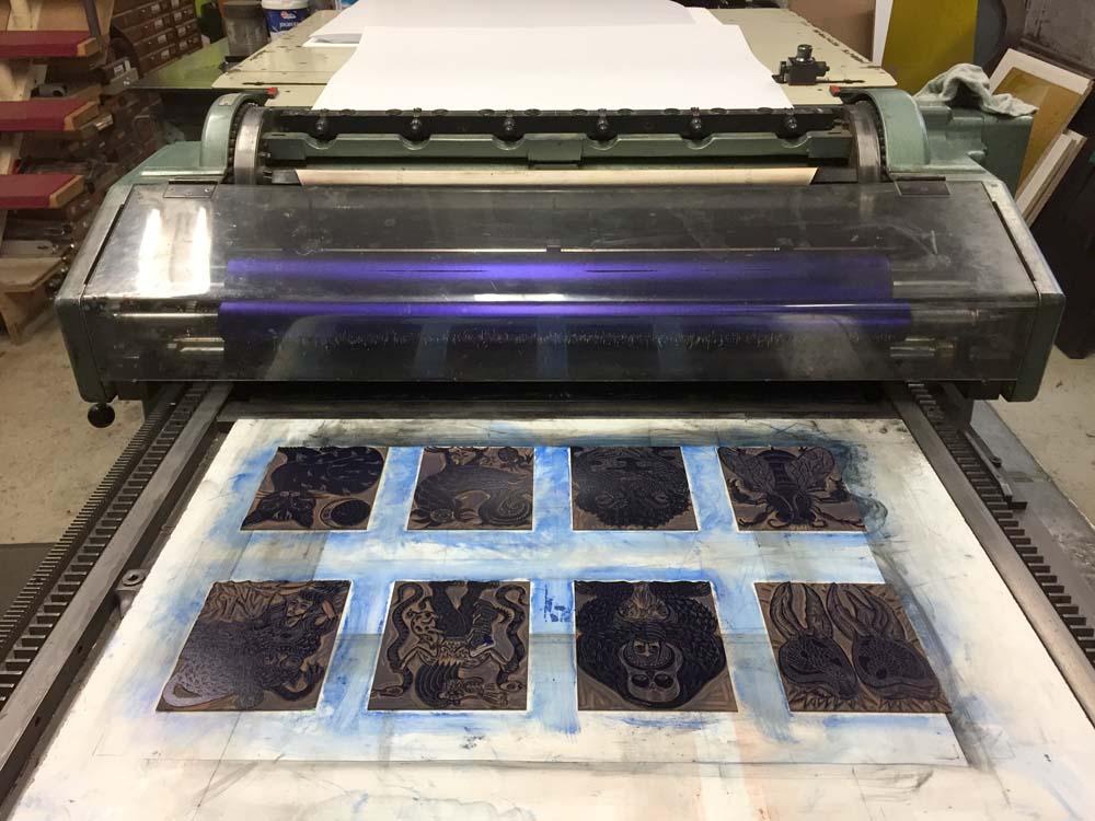 Druckmaschine mit Linolschnitten