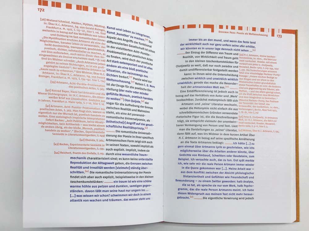 Text mit farbigen Zitaten und Fußnoten