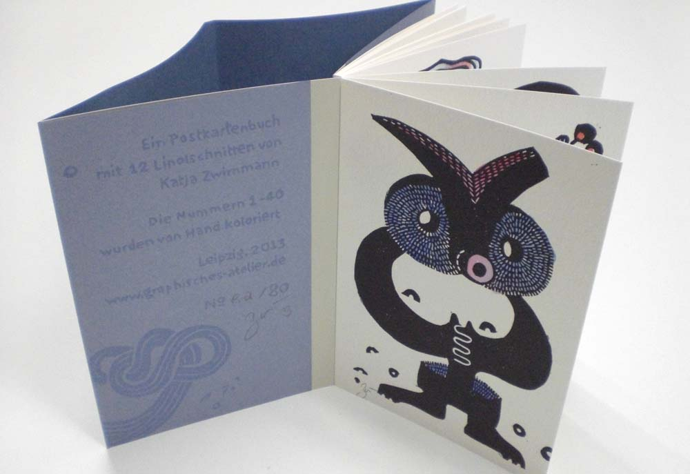 Blick ins aufgeschlagene Buch, Impressum auf Umschlagklappe