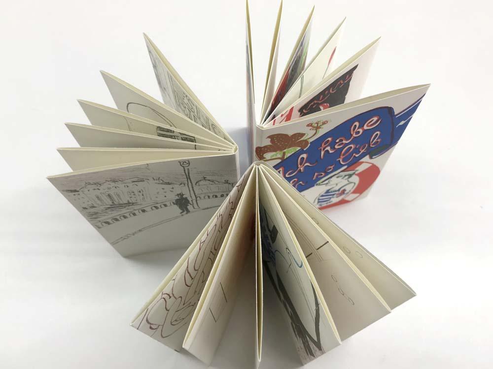 Blick in die aufgestellten Bücher