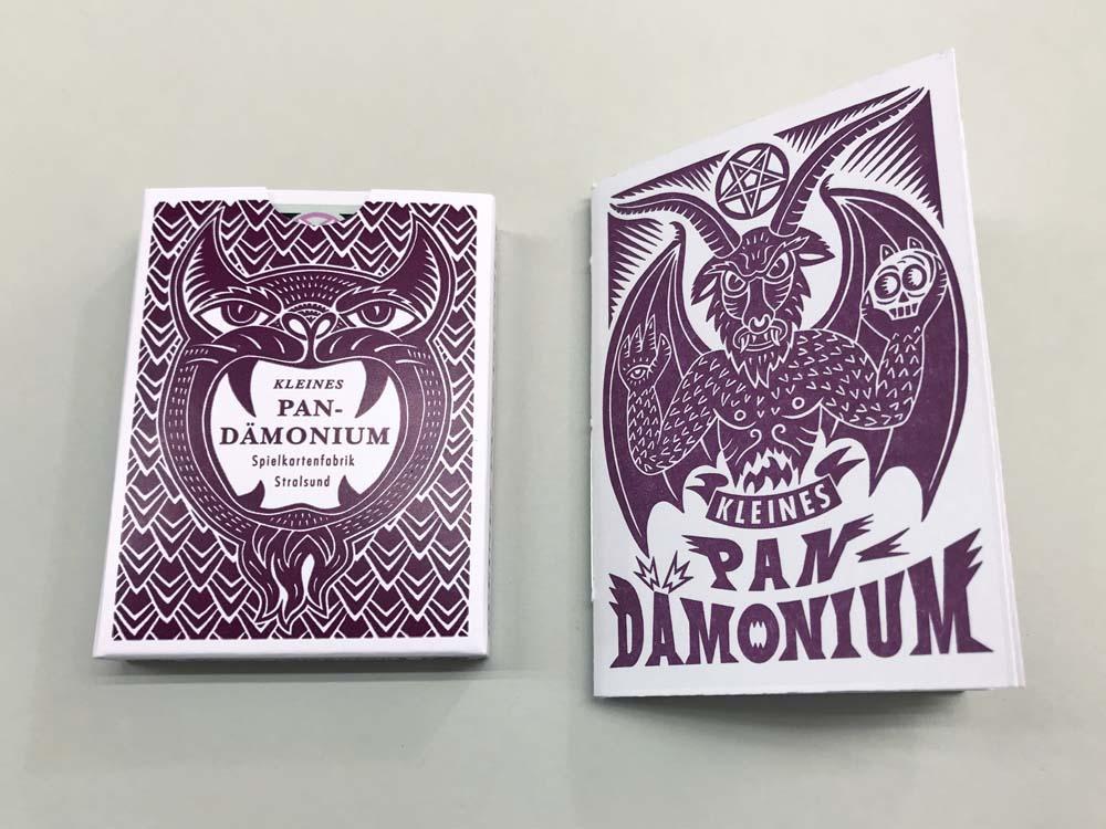 Schachtel und Begleitheft Buchdruck dunkelrot